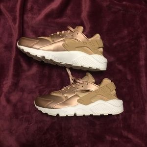Nike Women's Air Huarache Run Premium TXT